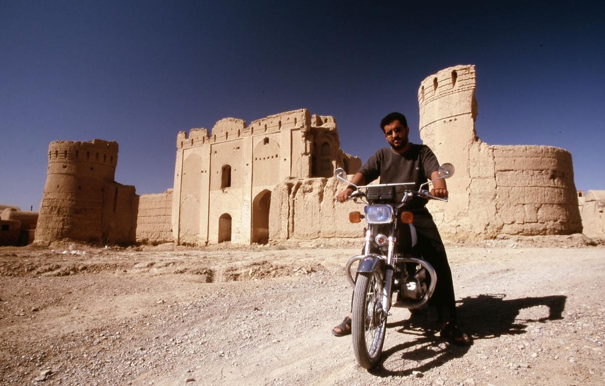 iran-karavanserai-motorrad-small