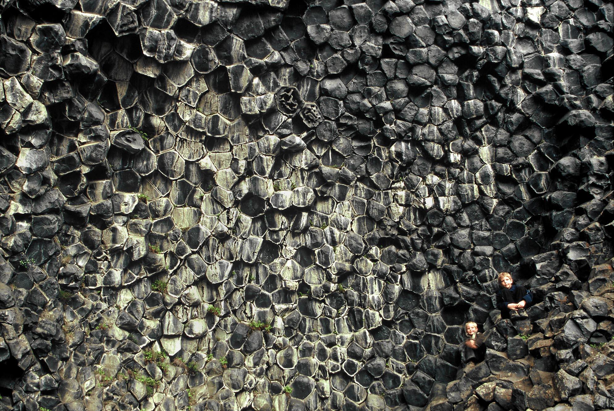 island-gesteine-schwarz-small