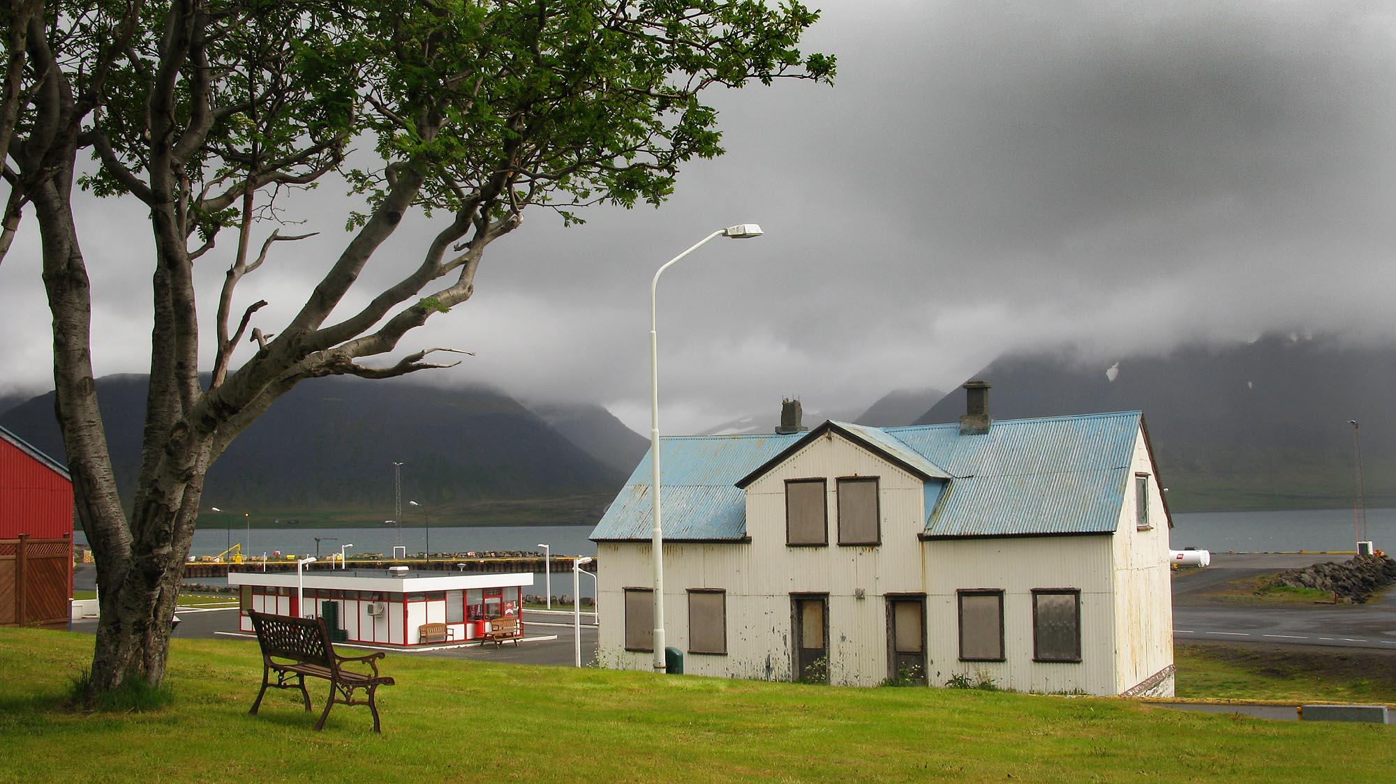 island-pingeyri-small