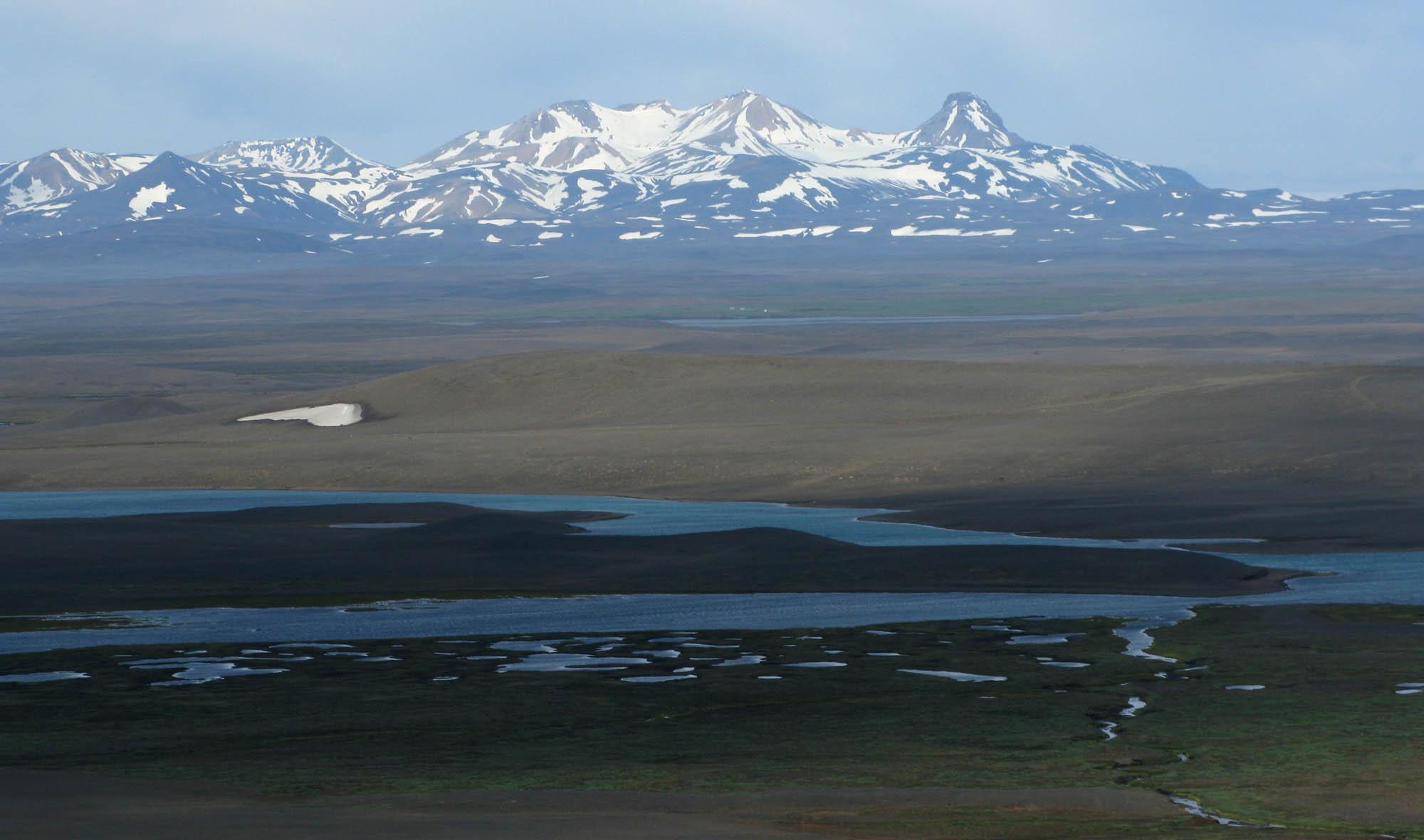 island-sprenigsandur-mountains-smalll