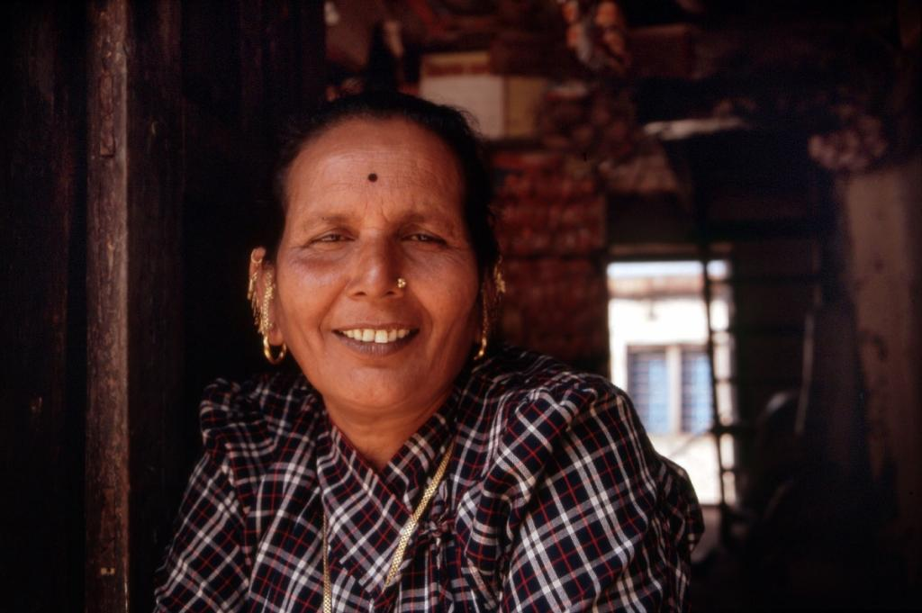 nepal-frau-goldringe