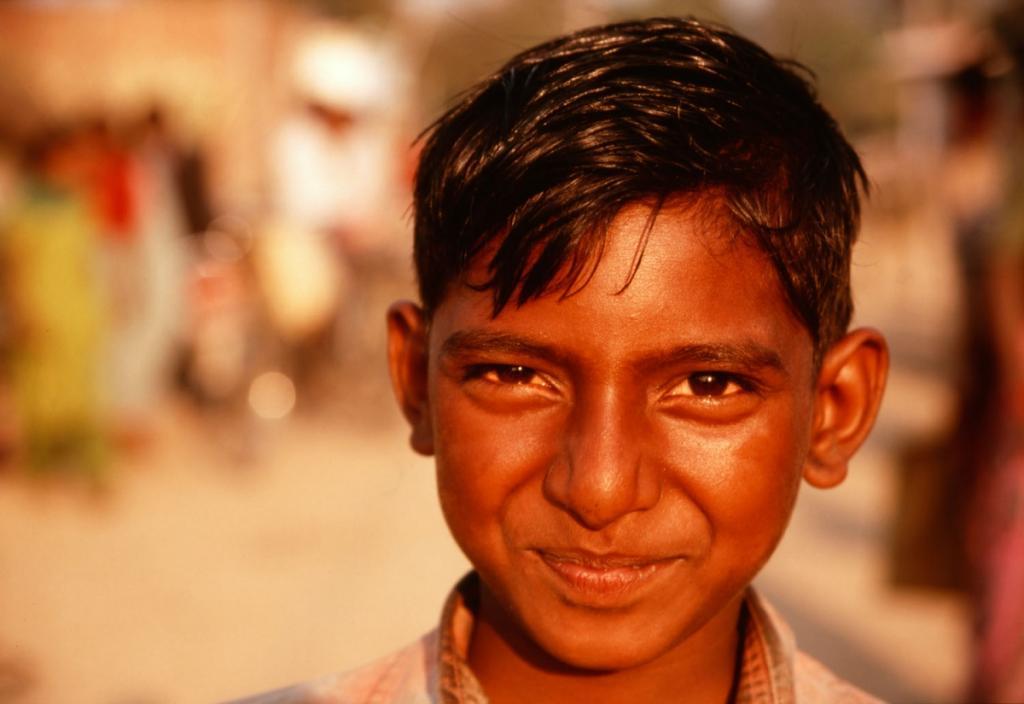 nepal-kind-lachend-lumbini