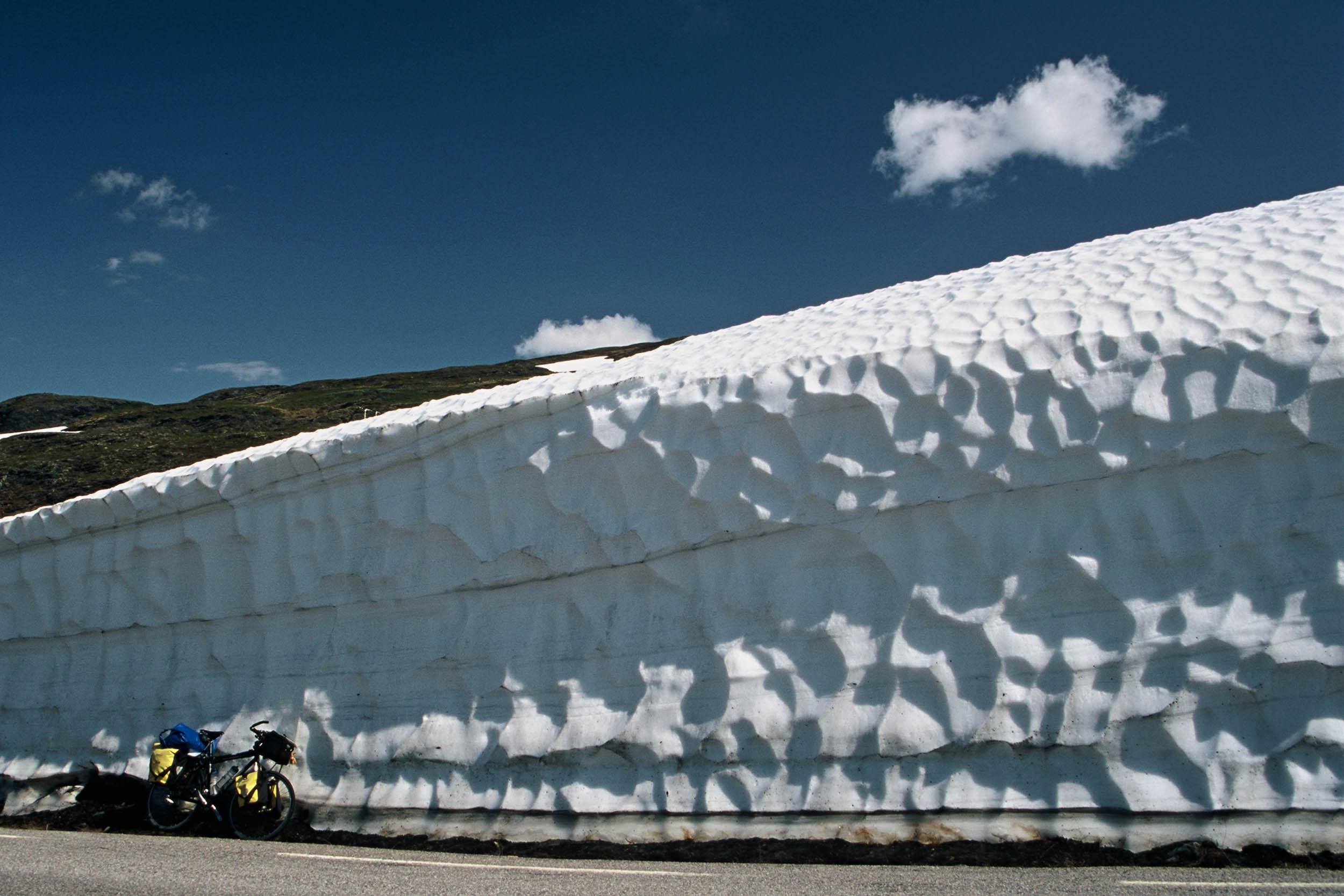 norwegen-schneewand