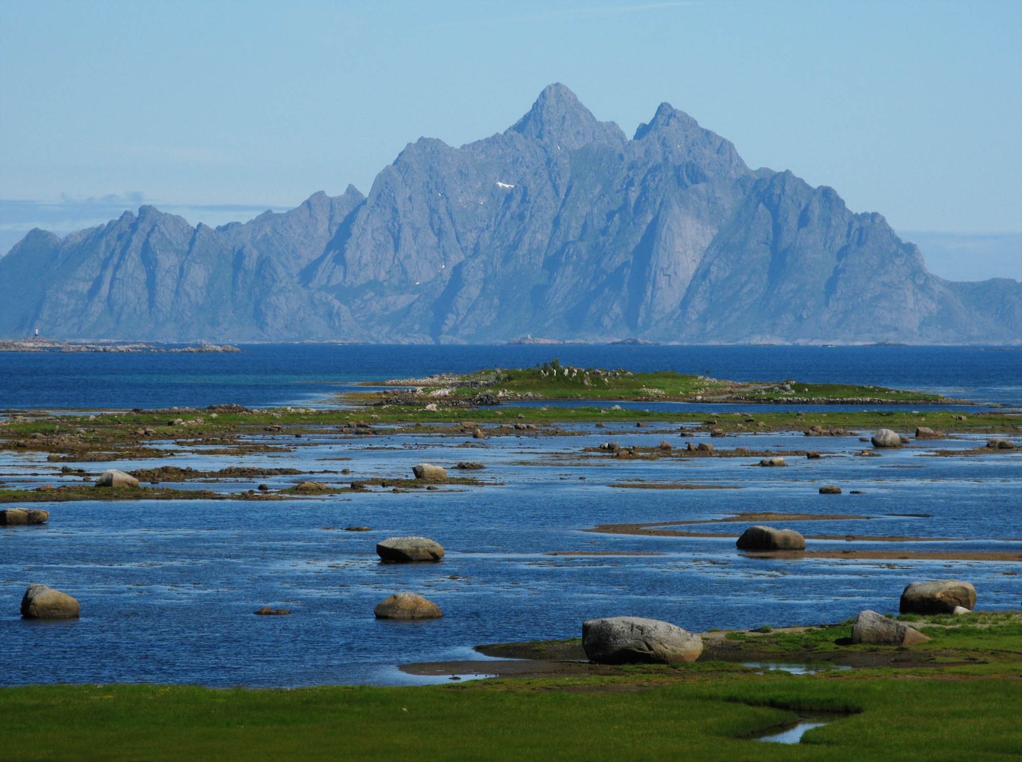 norwegen-lofoten-blaue-berge-small