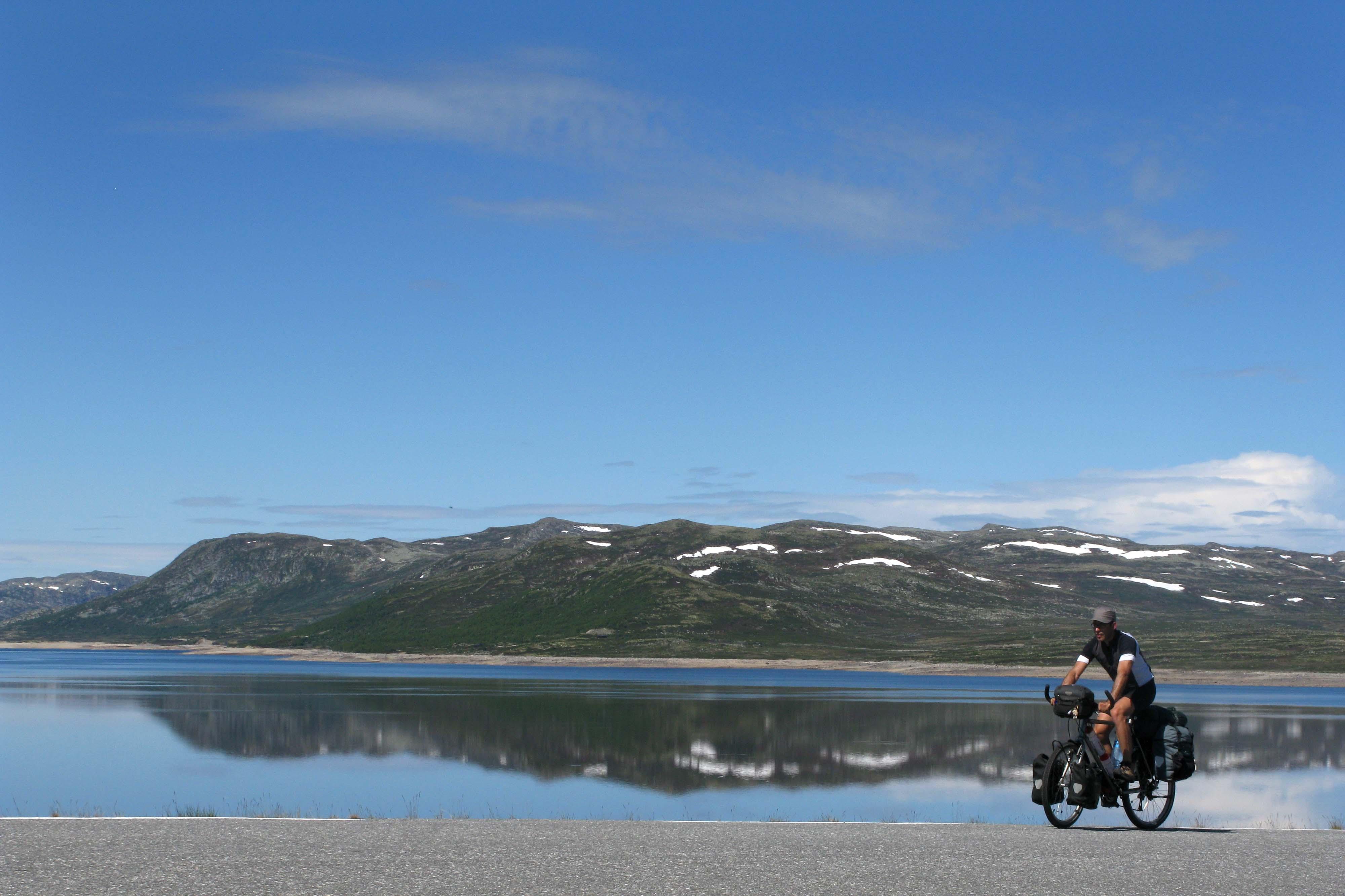 norwegen-maurizio-vor-bergsee
