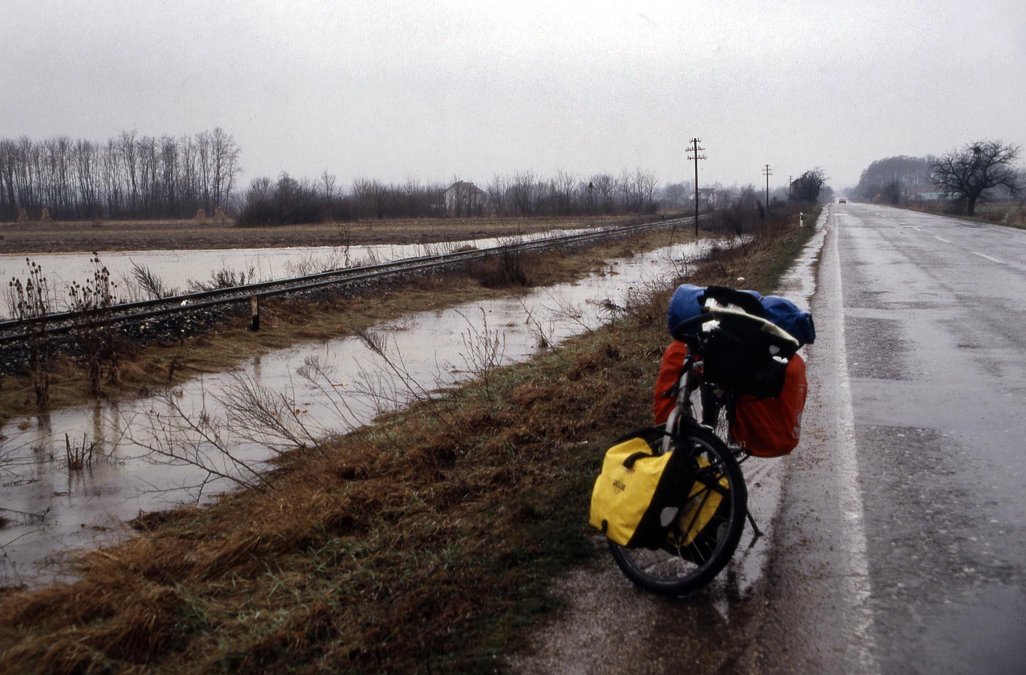 serbien-ueberflutet-regen-small