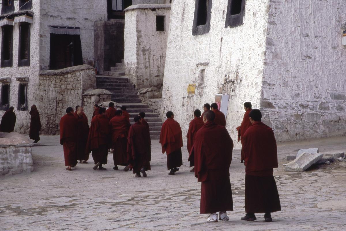 tibet-moenche-laufen-small
