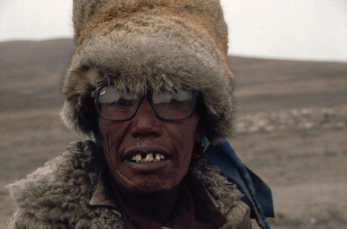 tibet-tibeter-zahnluecke-small