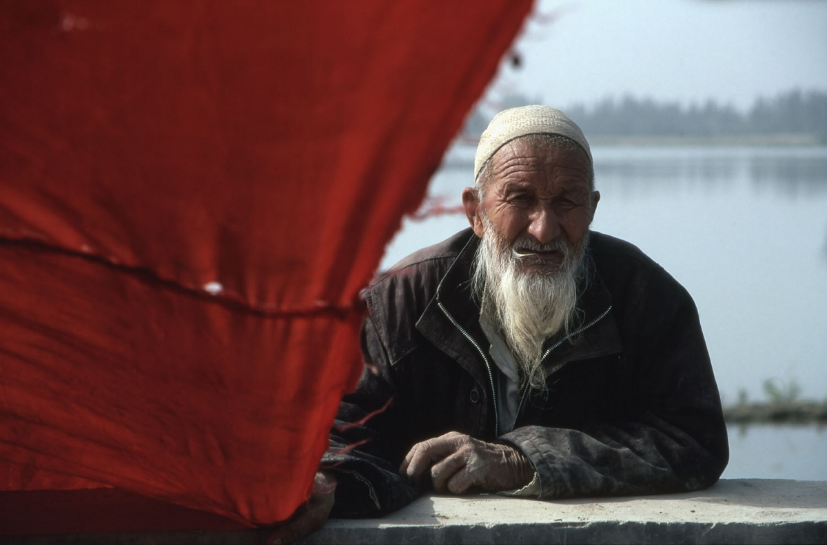 xinjiang-uigure-rotes-tuch-small