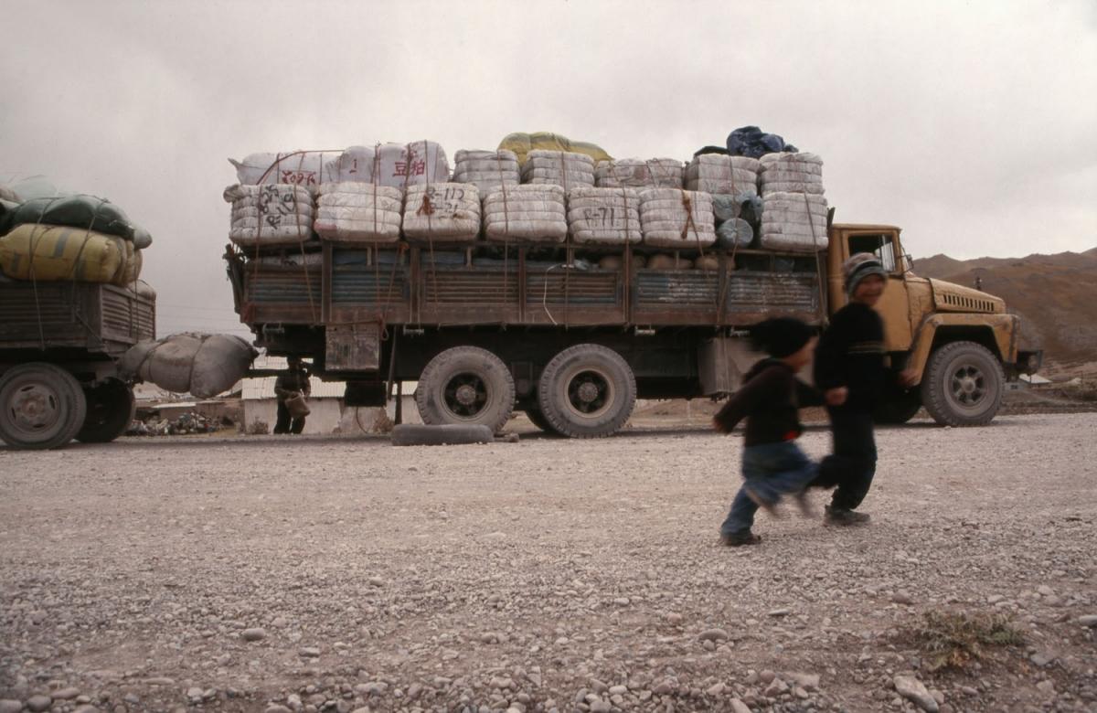 kirgistan-beladener-truck-sary-tash-small