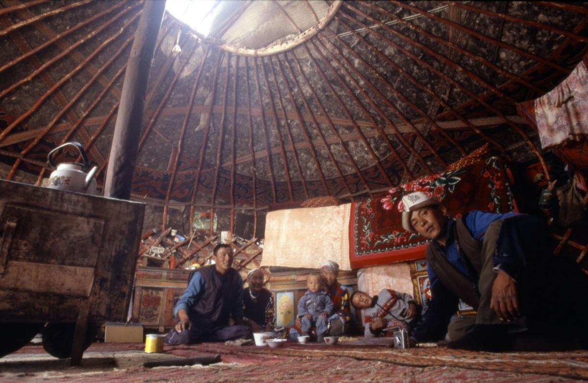 tajikistan-jurte-innen-pamir-small