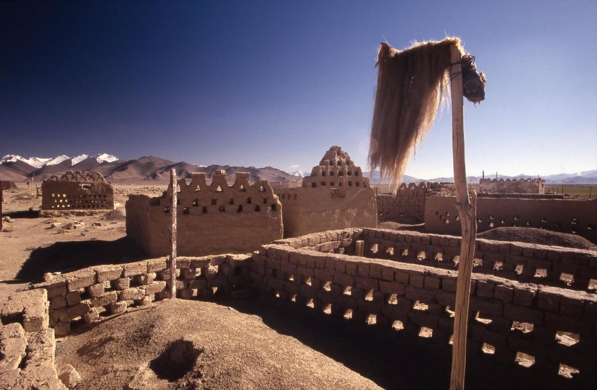 tajikistan-karakul-friedhof-lehm-small
