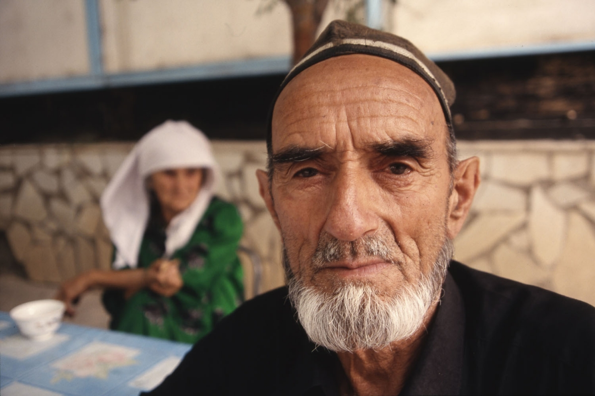 tajikistan-mann-traditionell-small