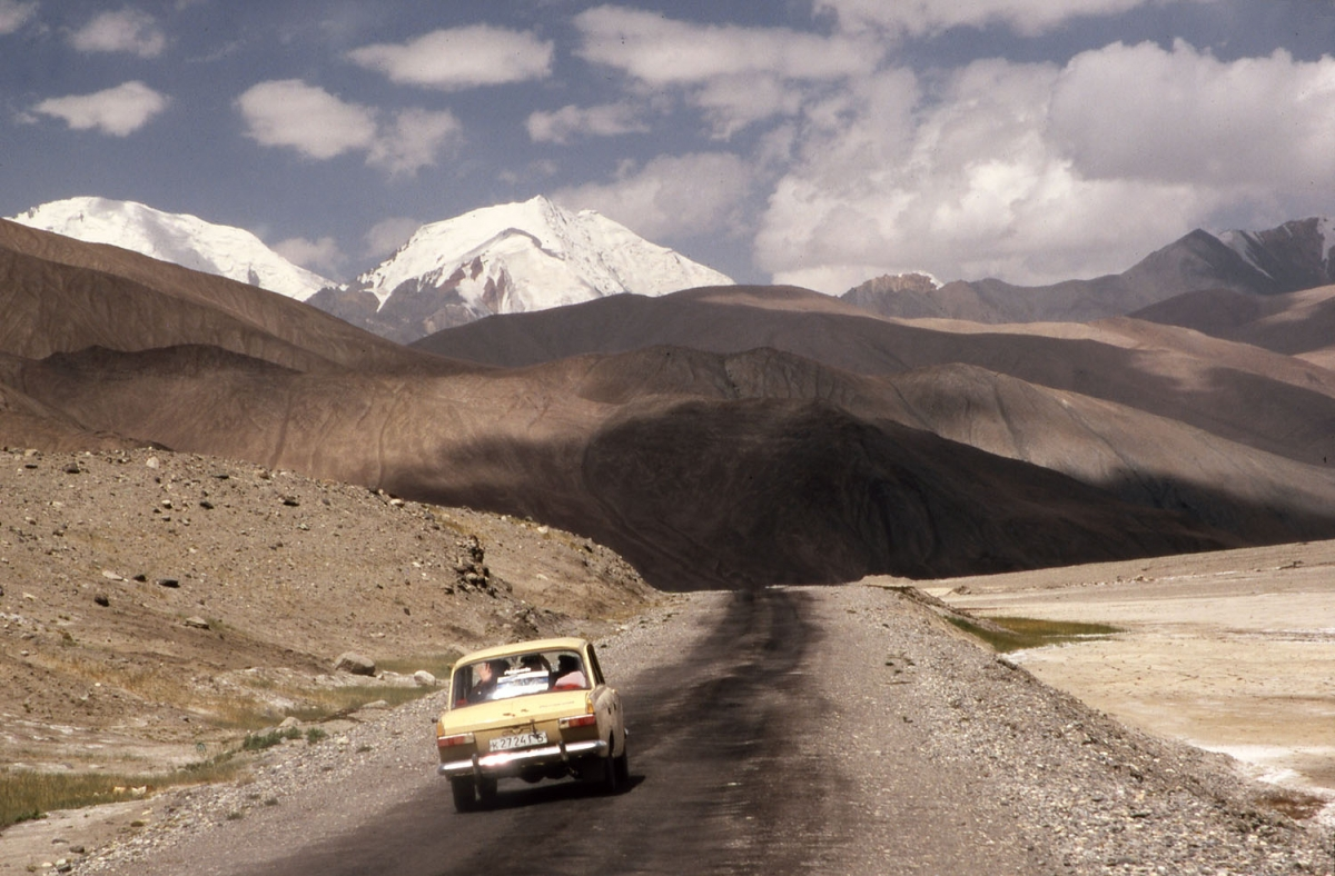 tajikistan-pamir-highway-auto-small