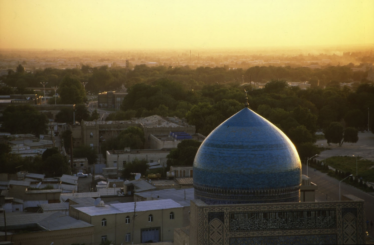 usbekistan-buchara-gelb-abend-small
